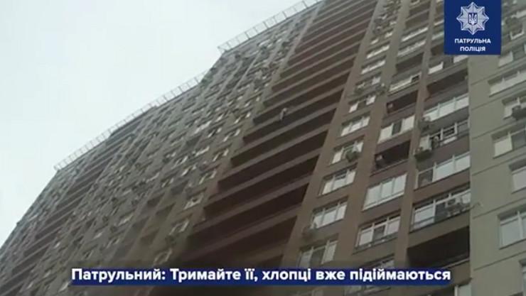 Spasavanje, Kijev, policajac uhvatio ženu koja se bacila sa 15 sprata