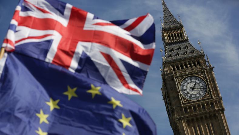Zgodnie z sondażem Survation, tylko 24 proc. Brytyjczyków popiera obecną strategię rządu