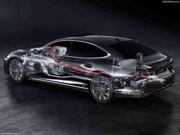 Lexus LS 500h ma klasyczny 3,5-litrowy silnik V6 plus dwa motory elektryczne Przyspiesza do setki w zaledwie 5,4 sekundy