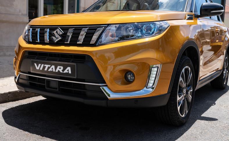 Suzuki Vitara w nowej odsłonie. Dopłata za lakier metaliczny – 2290 zł, za lakier metaliczny (nadwozie dwukolorowe) – 3290 zł