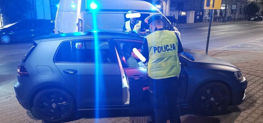 Słuchała TEJ piosenki w samochodzie. Policjanci wystawili jej 500 zł mandatu