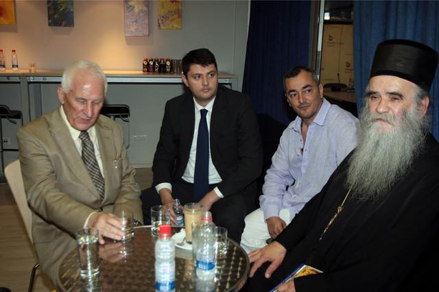 Amfilohije sa Matijom Bećkovićem i Vladimirom Božovićem