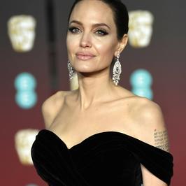 BAFTA 2018: Angelina Jolie w pięknej kreacji