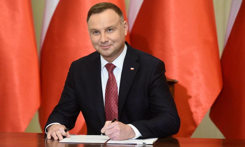 Andrzej Duda ma pomóc w podniesieniu uposażenia parlamentarzystom.