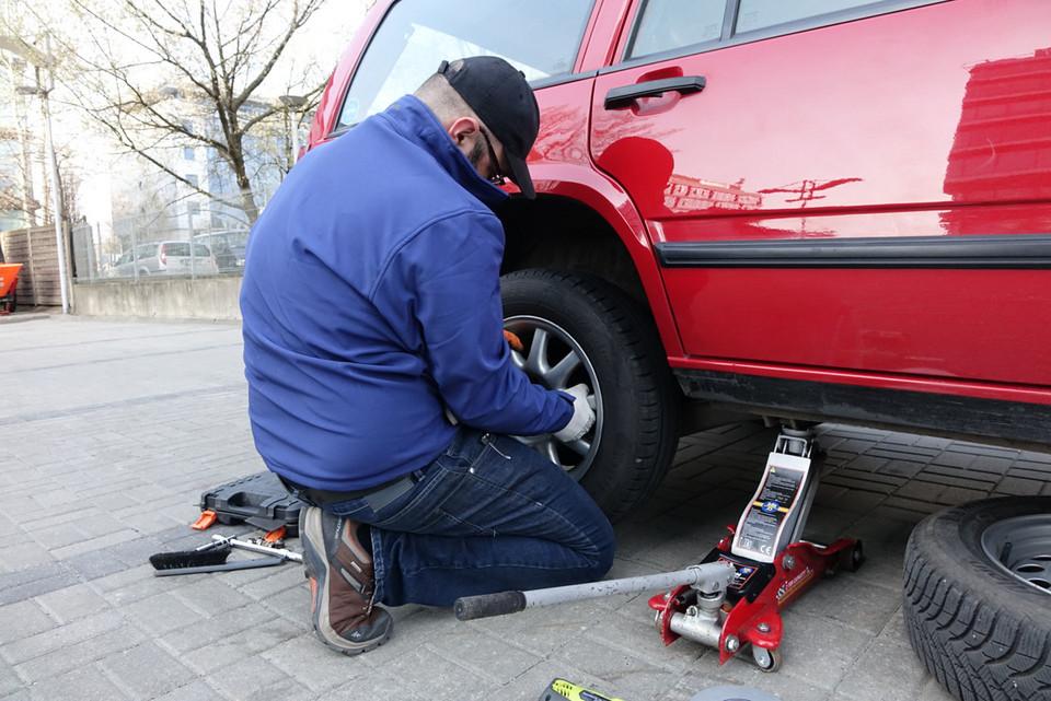 Замена колеса шаг за шагом