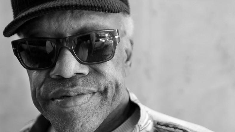 – Ludzie myślą, że trzeba wiele przejść, żeby zostać piosenkarzem soulowym. A wystarczy żyć –żartował w jednym z wywiadów Bobby Womack. Legendarny muzyk cierpiał od kilku lat na chorobę Alzheimera. Zmagał się też z rakiem prostaty i z uzależnieniem od narkotyków. O śmierci artysty poinformowała jego agentka Sonya Kolowrat