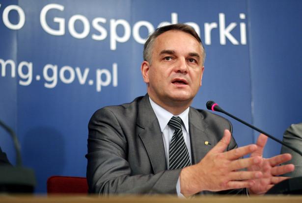 Minister gospodarki Waldemar Pawlak wyjaśnił, że zamiarem rządu nie jest prywatyzacja szpitali, a przekształcenie ich w w obiekty łatwiejsze do zarządzenia, czyli spółki.