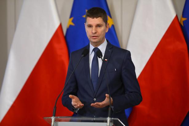 Uważam, że większość z nich zaakceptuje dobre propozycje. Nauczyciele chcą przecież dobrze zarabiać i spokojnie, dobrze wykonywać swój zawód - mówi Dariusz Piontkowski, minister edukacji narodowej.