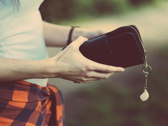 Evo zašto nemate novca! Pogledajte u svoj novčanik i ako vidite OVO, suđeno vam je da budete ŠVORC
