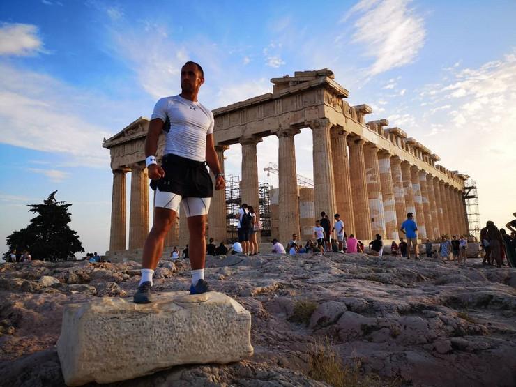 NIS01 Marko Nikolic posle pretrcanih 1000 kilometara stigao na Akropolj foto Privatna arhiva