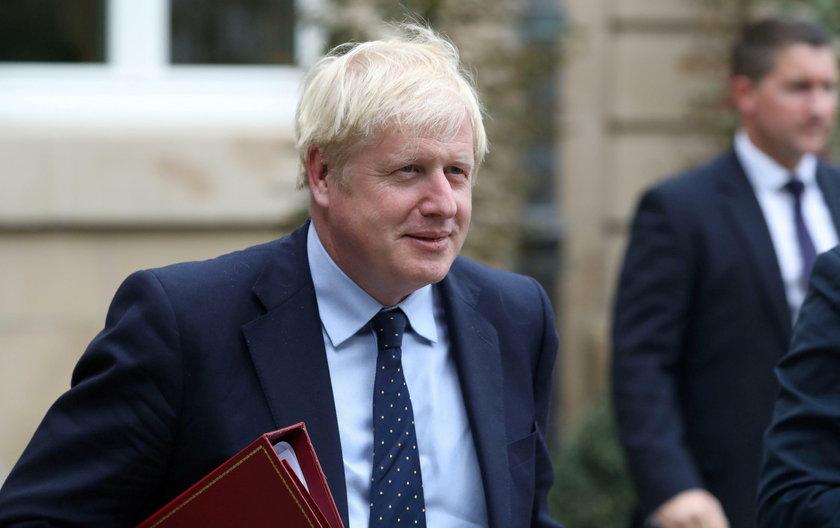 Premier Wielkiej Brytanii uciekł z konferencji. Wygwizdali go!