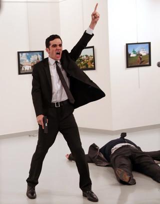 Zdjęcie roku World Press Photo z zabójcą ambasadora