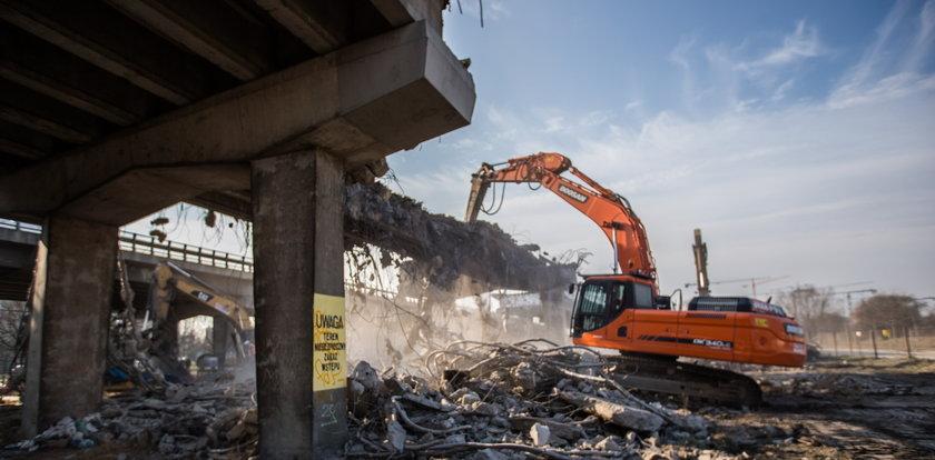 Stare pale przeszkodziły w budowie