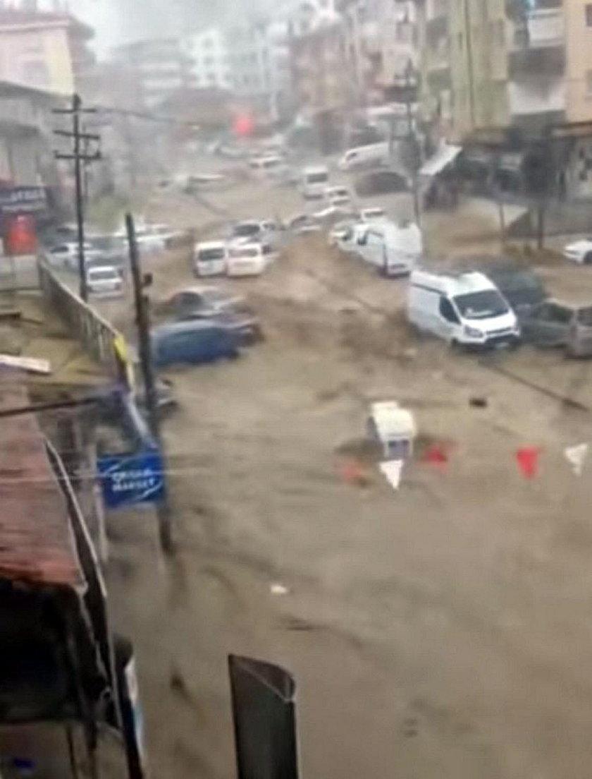 Groźna ulewa w tureckiej Ankarze