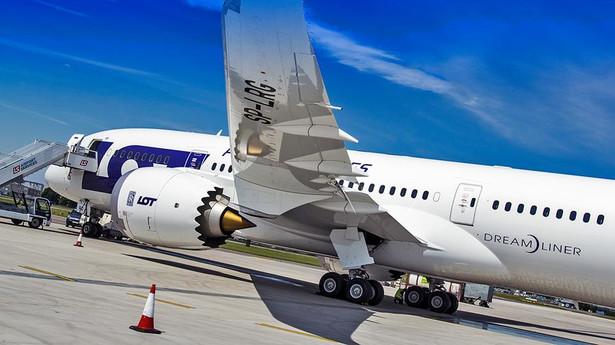 Nowy Dreamliner LOT na płycie Lotniska Chopina. Fot. Dariusz Kłosiński