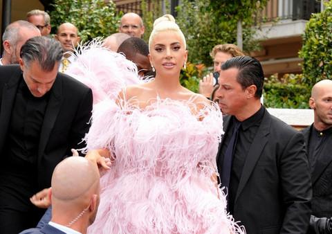 Lejdi Gaga se VERILA, a evo kako izgleda njen 17 GODINA STARIJI izabranik!