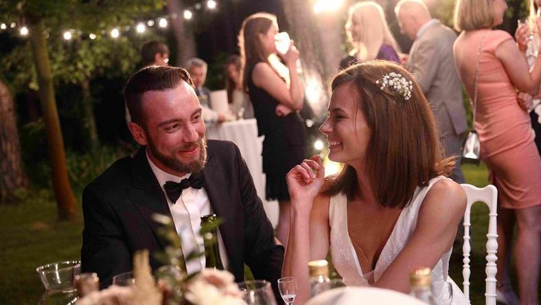 """Natalia Szroeder i Marcin Kowalczyk w filmie """"Jak zostałem gangsterem. Historia prawdziwa"""""""