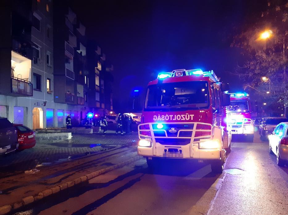 Egy társasház második emeletén csaptak fel a lángok /Fotó: Blikk