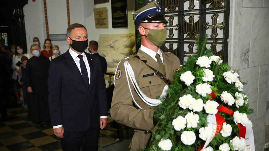 Prezydent Andrzej Duda złożył wieniec kwiatów na grobie Prymasa Tysiąclecia