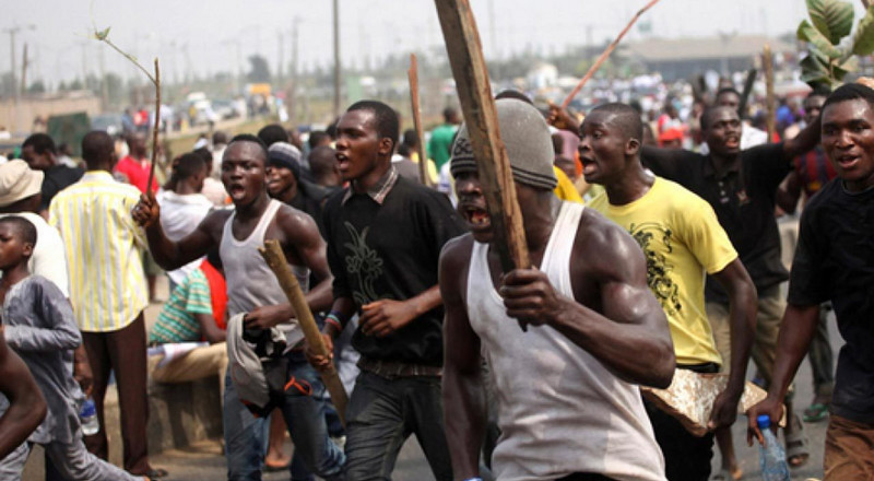 Mob sets fire on robbers in Bayelsa