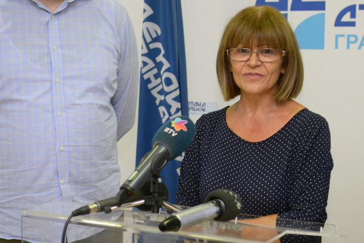654884_novi-sad-779-dss-demokratska-stranka-srbije--branka-pejic--foto-nenad-mihajlovic