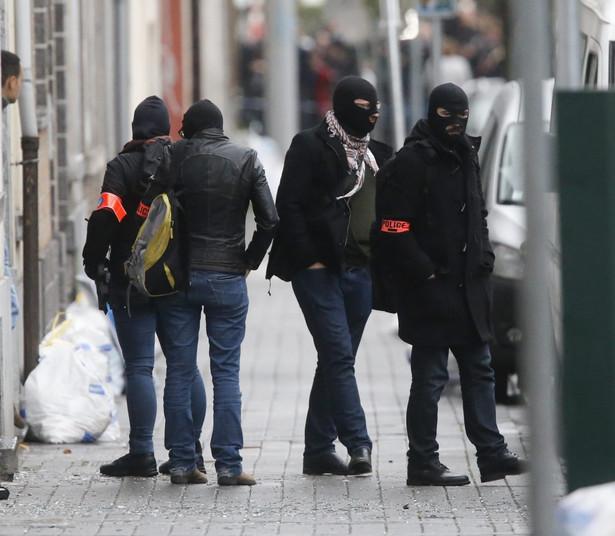 Policja ostrzega, że Abrini jest niebezpieczny i prawdopodobnie ma przy sobie broń.