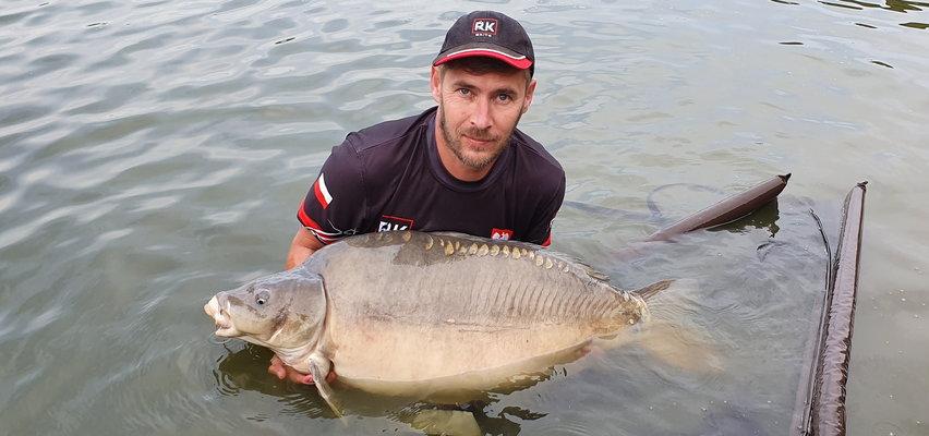 Złowił karpia - giganta. Ryba pana Jakuba ważyła aż 24 kg!