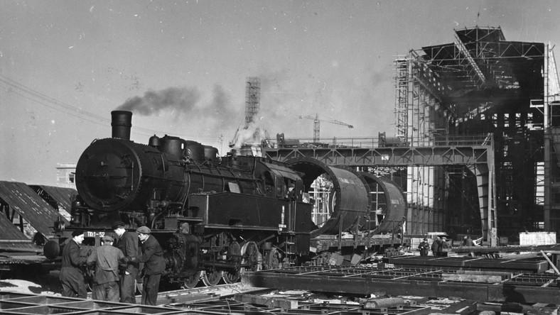 Kraków lata 50. Budowa wielkich pieców w zakładzie metalurgicznym w Nowej Hucie