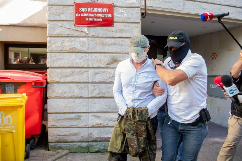 Sławomir Nowak doprowadzony do sądu, zdjęcie z lipca