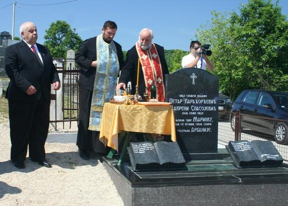 Spomenik Makreni Spasojević i njenom sinu Marinku