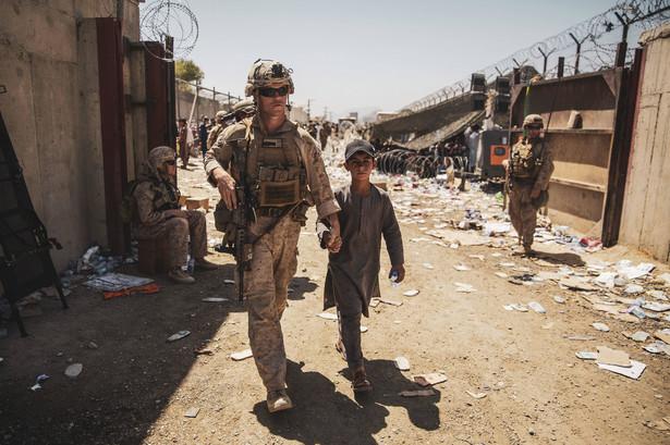 Pentagon poinformował, że w piątek z Kabulu ewakuowano 6,8 tys. osób.