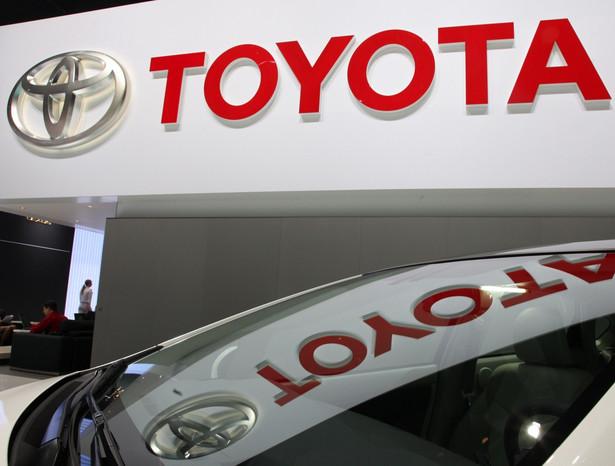Toyota podała w poniedziałek, że w 2012 roku sprzedała 9,75 mln samochodów, czyli o 22,6 proc. więcej niż w poprzednim roku.