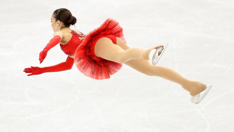 Dorobek medalowy startujących pod flagą olimpijską Rosjan poprawiła także Jewgienia Miedwiediewa, która zajęła drugie miejsce. Brąz zdobyła Kanadyjka Kaetlyn Osmond.