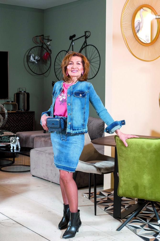 """Bluza, suknja, jakna i minđuše """"P…. S…. fashion"""", čizmice OVS,"""