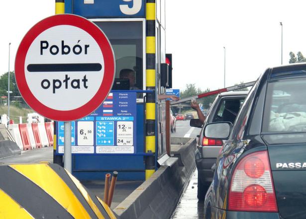 Opłaty na autostradzie biją po kieszeniach kierowców.