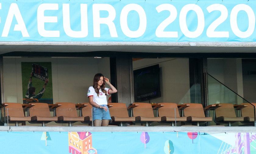 Anna Lewandowska postanowiła być przy mężu i stawiła się osobiście na stadionie w Sewilli