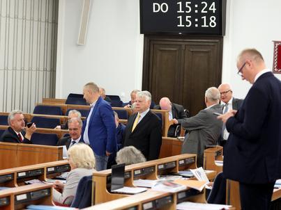 Senat bez poprawek przyjął ustawy o KRS i sądach powszechnych