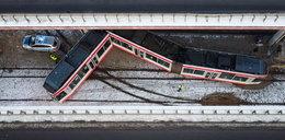 W Łodzi tramwaj złamał się i uderzył w wiadukt. Są ranni