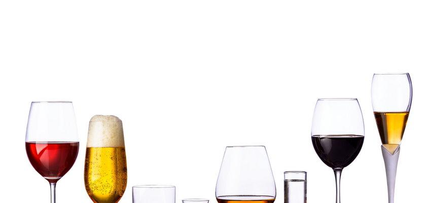 Pijesz alkohol rzadko i w małych ilościach i sądzisz, że to bezpieczne? Badania nad rakiem ujawniają, jakie jest ryzyko