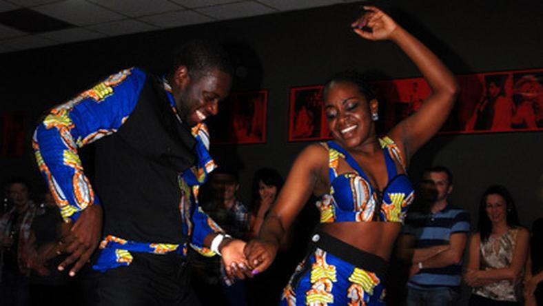 W czasie festiwalu uczestnicy zgłębiaja tajniki angolskich tańców na warsztatach prowadzonych m.in. przez Afrykańczyków