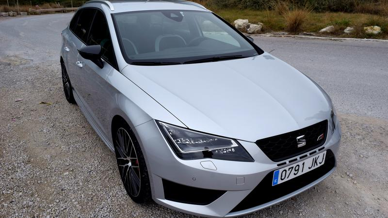 seat leon cupra st 290 moc coupe w rodzinnym kombi pierwsza jazda moto. Black Bedroom Furniture Sets. Home Design Ideas