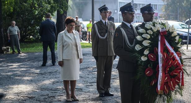 Premier Beata Szydło składa wieniec pod płytą pamięci Polaków poległych 11 września 2001 r. w Nowym Jorku