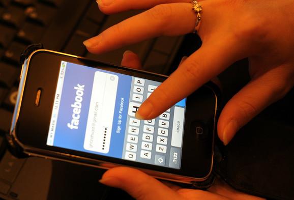 Pažljivo s upotrebom aplikacija za društvene mreže na vašem mobilnom telefonu