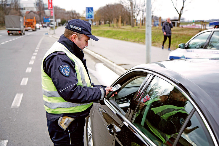 Uhapšeni pijani vozač kod sebe nije imao ni vozačku dozvolu