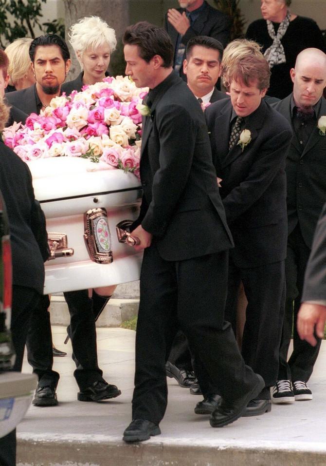 Kijanu na sahrani Dženifer Sim