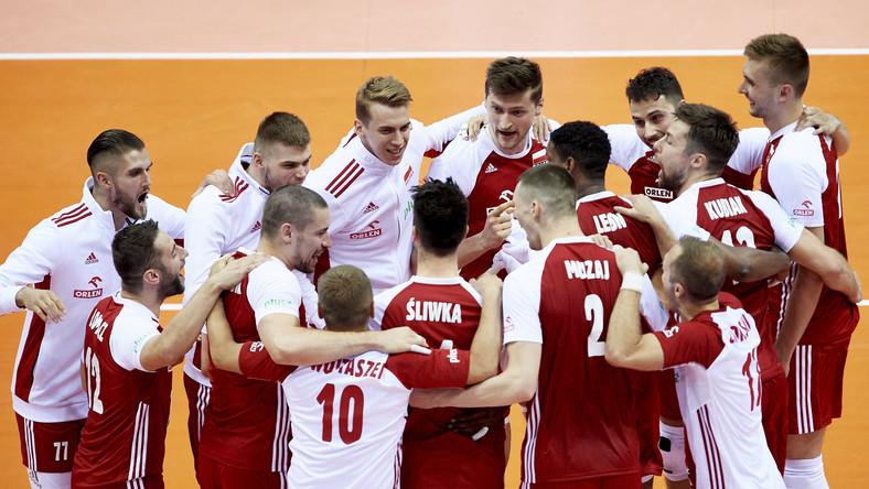 Siatkarze reprezentacji Polski cieszą się z wygranego seta podczas meczu turnieju kwalifikacyjnego do igrzysk olimpijskich ze Słowenią