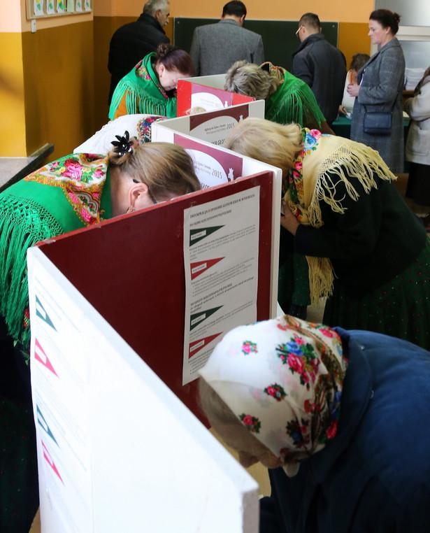 Największą grupę (17) stanowią te, w których wnioskodawcy wskazują na nieprawidłowości przy liczeniu głosów przez komisje obwodowe.