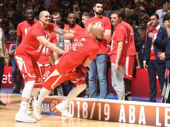 Košarkaši Crvene zvezde slave osvajanje ABA lige
