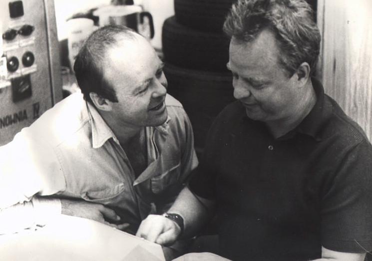 """Stanisław Tym i Stanisław Bareja na planie filmu """"Co mi zrobisz, jak mnie złapiesz?"""" (1978)"""