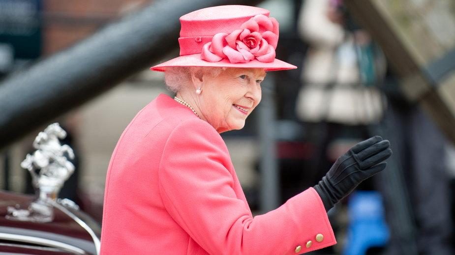 Królowa Elżbieta może nie być w stanie podjąć obowiązków po kwarantannie. Dlaczego?
